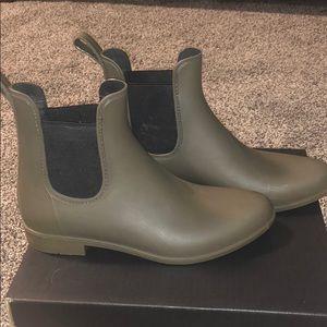 Olive green booties! Worn twice